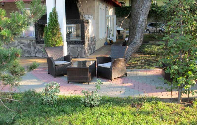 Фото комплекта плетеной мебели для сада