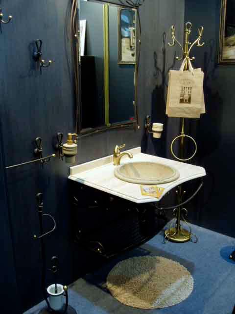 Фото ванной комнаты с подвесным мойдодыром