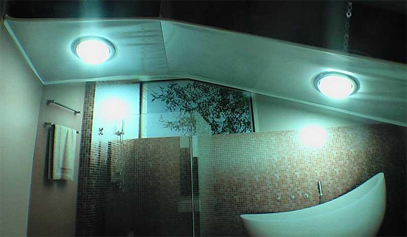 Фото подвесного потолка в ванной комнате со светильниками