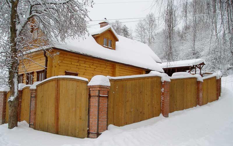 фото деревянного садового дома из бруса