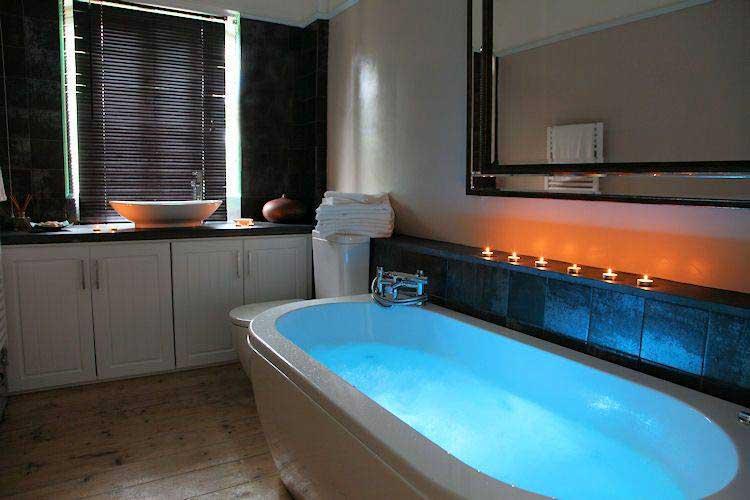 фото акриловой ванны с хромотерапией