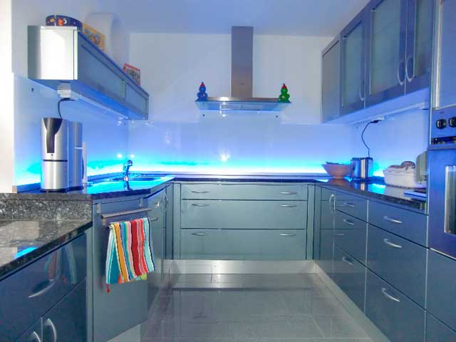фото стеклянного фартука для кухни