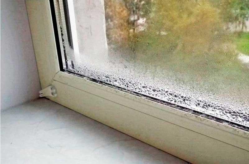 На фото – последствия плохого монтажа пластикового окна