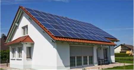 Строительство дома с солнечными батареями