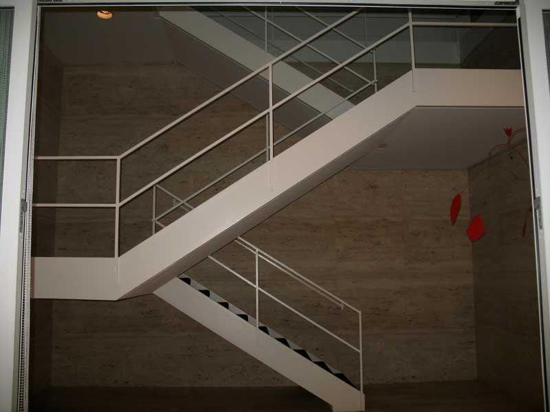 Лестницы с каркасом из металла