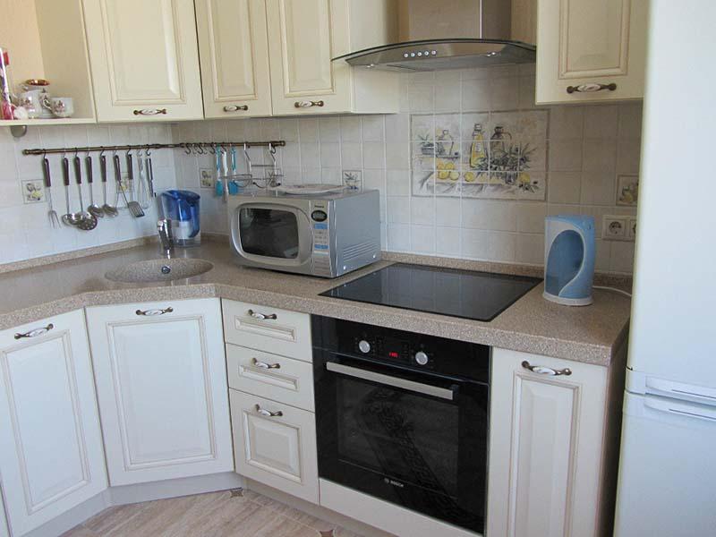 встроенная микроволновка в кухонном гарнитуре фото
