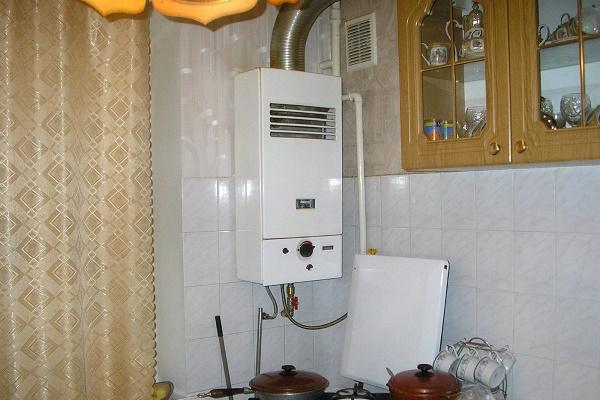 установка проточного газового водонагревателя на кухне