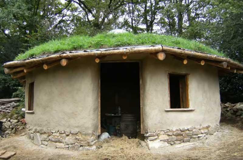 дом с земляной крышей