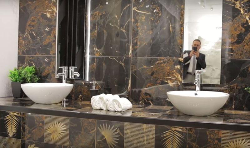 белые раковины в интерьере ванной комнаты
