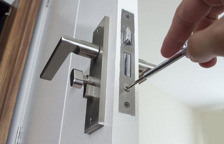 набор инструментов для установки межкомнатных дверей