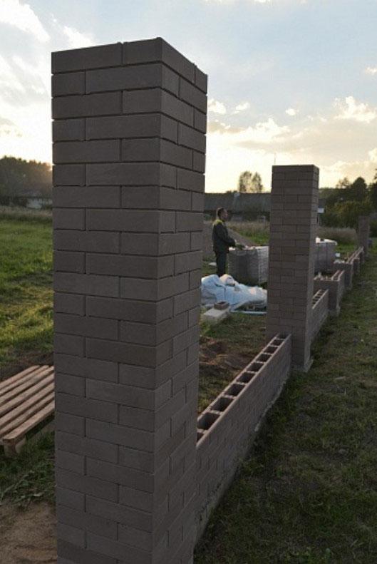 строительство забора из блоков