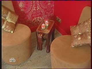 два кресла и небольшой столик-слоник