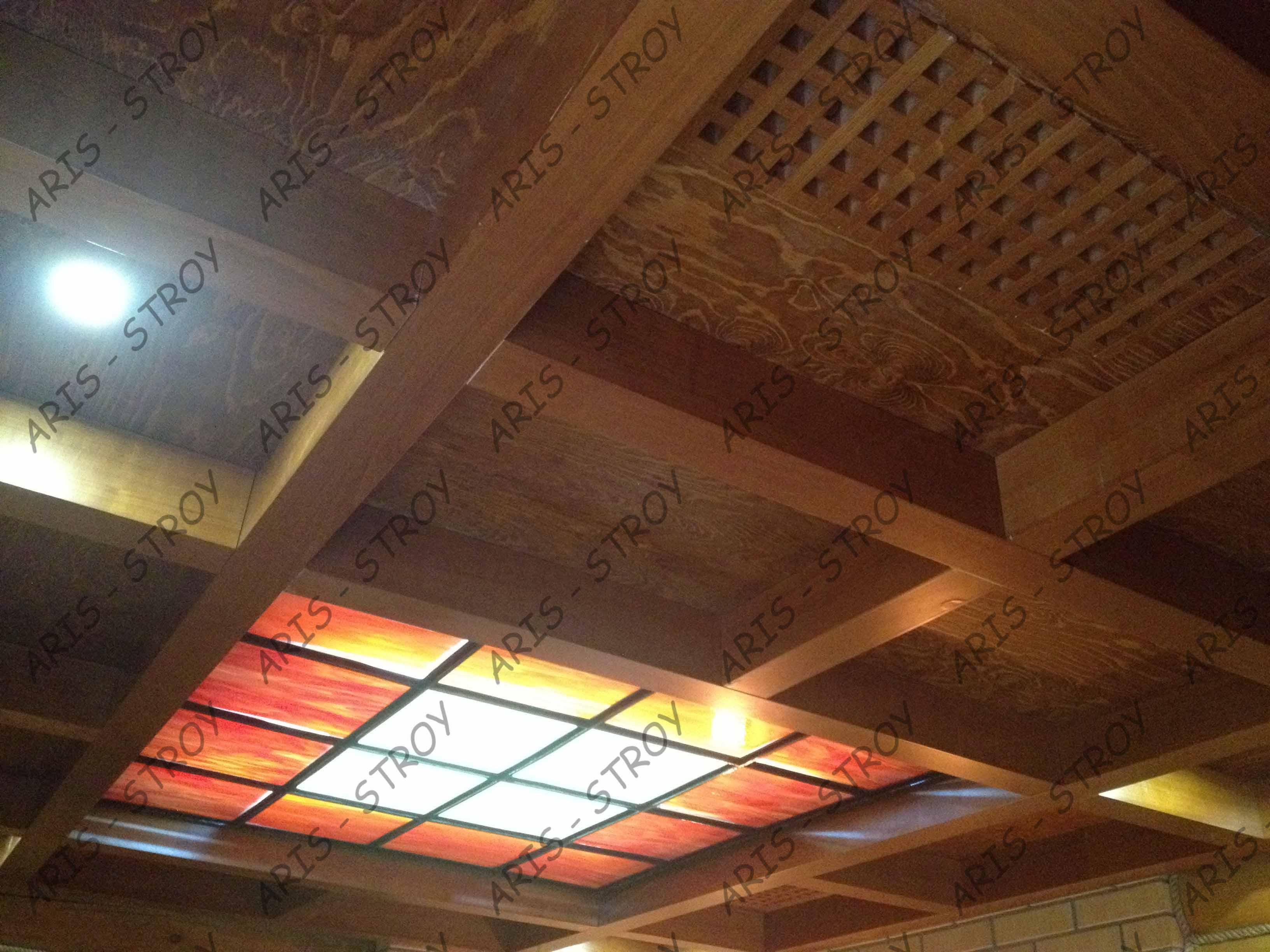Сложный потолок из балок