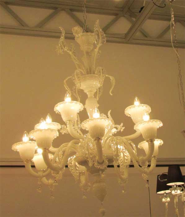 Белая стеклянная люстра для гостиной