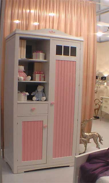 Детский шкаф для маленьких детей