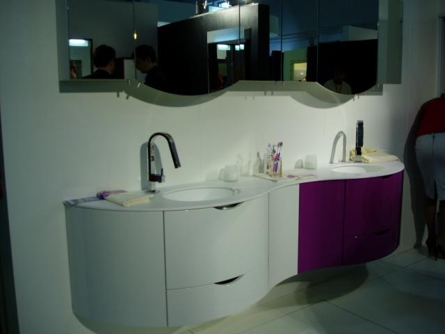 Двойная раковина для большой ванной комнаты