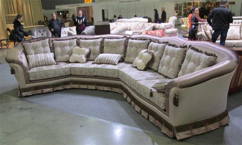 Фото большого полукруглого дивана