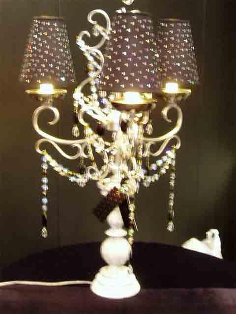 Трехрожковый декоративный светильник
