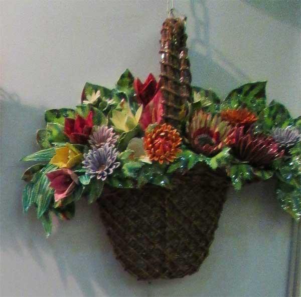 Фото карзины с букетом цветов
