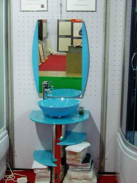 Фото комплекта из голубого стекла - Раковина, подставка, зеркало