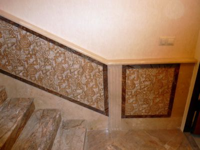 рисунок на стене лестницы