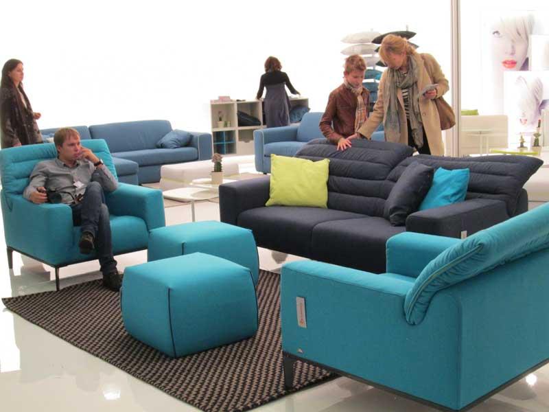 Фото синего дивана и голубых кресел