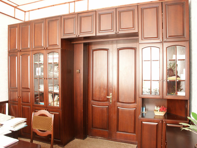 большой кабинетный шкаф