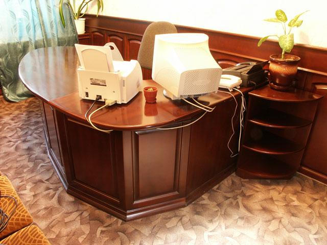 стол и кресло для секретаря