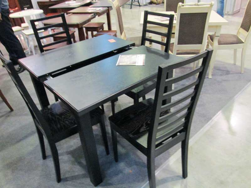 Фото стола и стульев черного цвета
