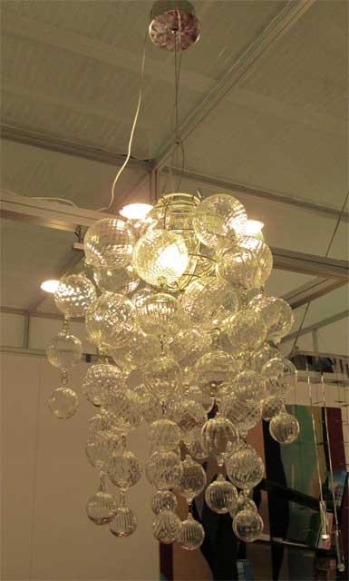 Люстра из каскада стеклянных шариков