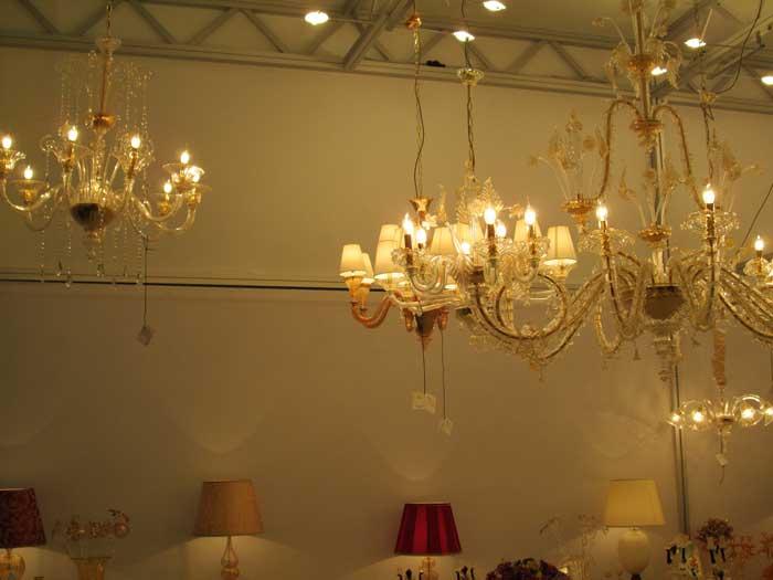 Люстры с лампами в виде свечек с подвесками