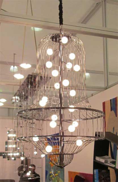 Металлическая люстра со светящимися шариками - лампочками