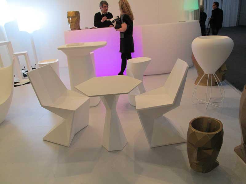 Оригинальный гарнитур мебели из пластика