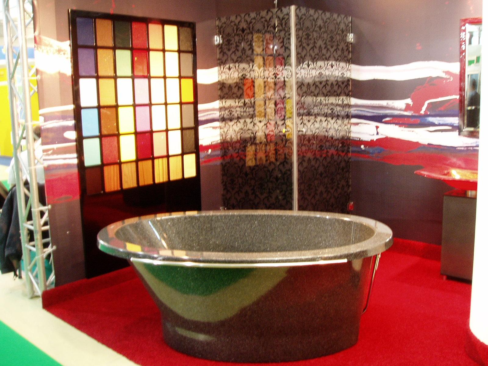 Отдельностоящая ванна округлой формы