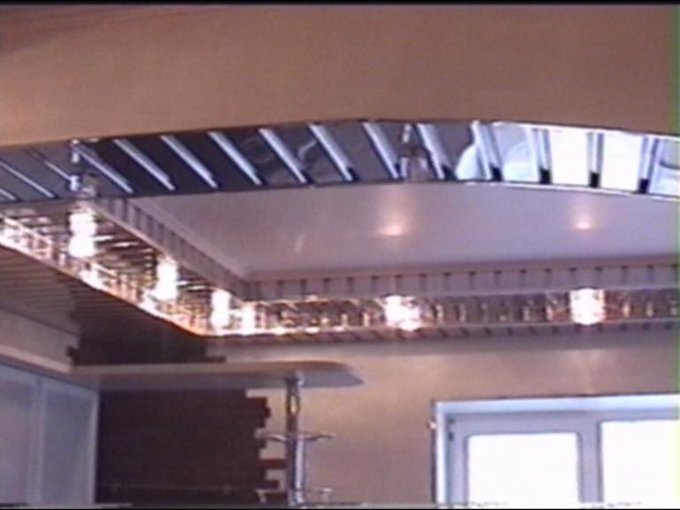 Отделка кухни подвесным потолком