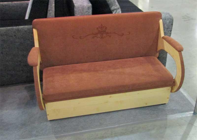 Велюровый коричневый диванчик для детей
