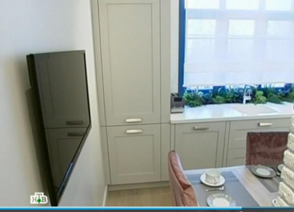 Вид кухни из коридора