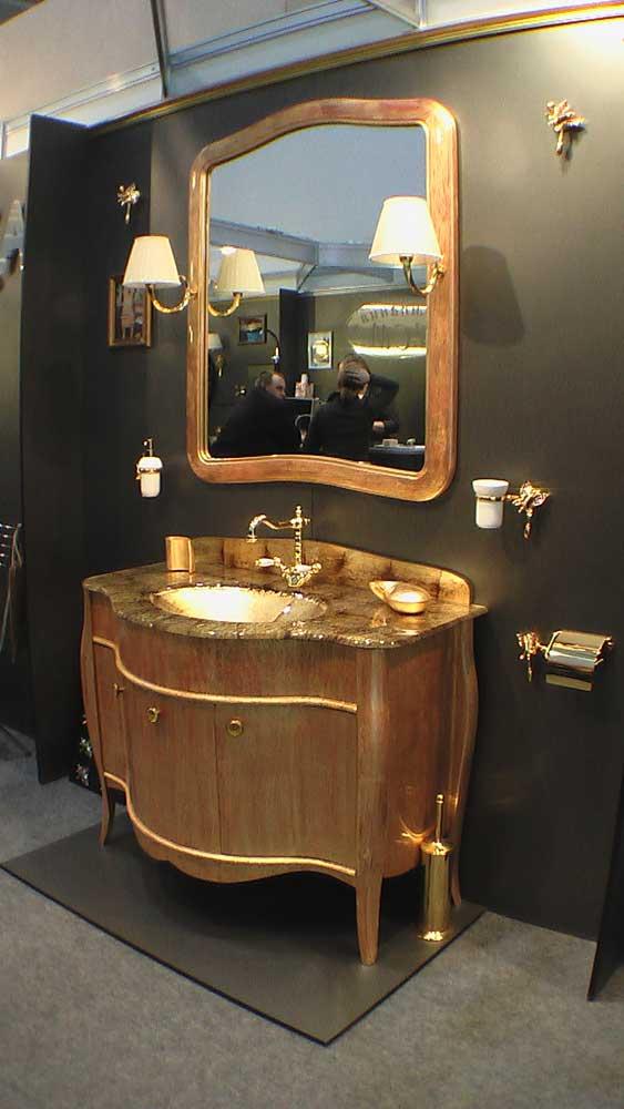 Золотая мебель для ванной комнаты