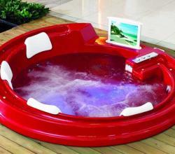 фото круглой цветной акриловой ванны