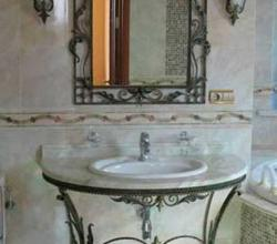 фото набора мебели для ванной из ковки