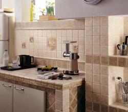 Облицовка кухонного фартука керамической плиткой