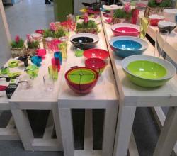 фото цветной посуды