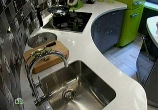 фото - мойка в центре кухни