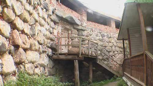 фото стены из каменных блоков