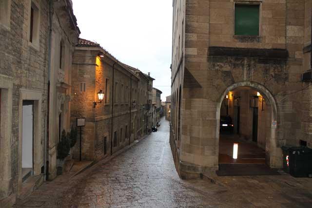 фото зданий облицованных камнем