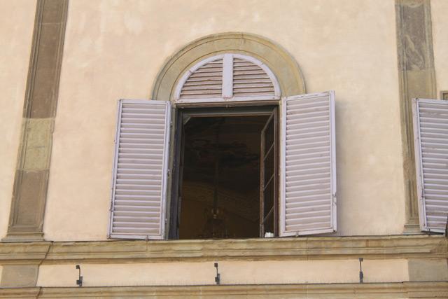 Отделка оконных и дверных проемов штукатуркой