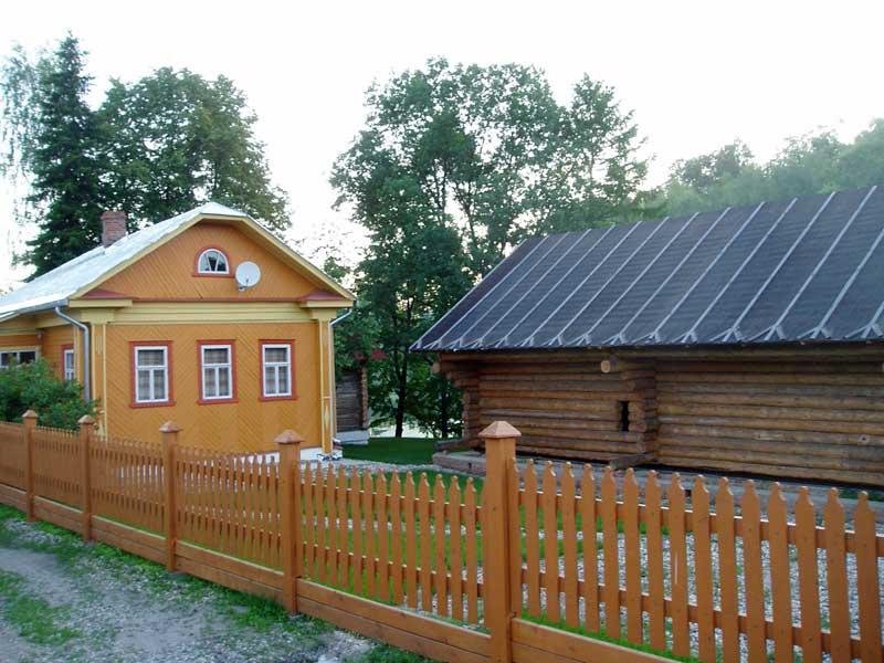 Дачный семейный дом с территорией для игр
