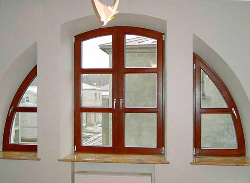 Фото нестандартного арочного окна в коттедже