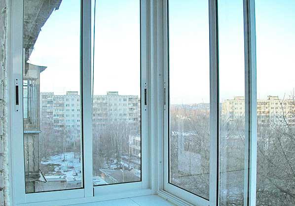 Остекление балкона алюминием.