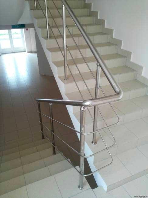 фото ограждения лестници из нержавеющей стали